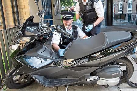 Londres se plantea sacar al ejército a las calles para atajar los robos de motos y disuadir a los ladrones