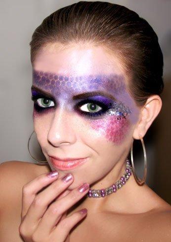 Maquillaje para Halloween: una máscara a topos con sombra en crema