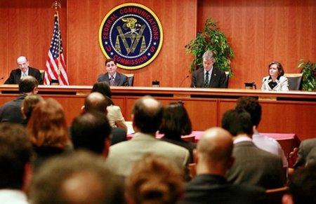 """El hombre de Bush en la FCC cree que la """"Neutralidad de la Red"""" perjudicará a Clinton"""