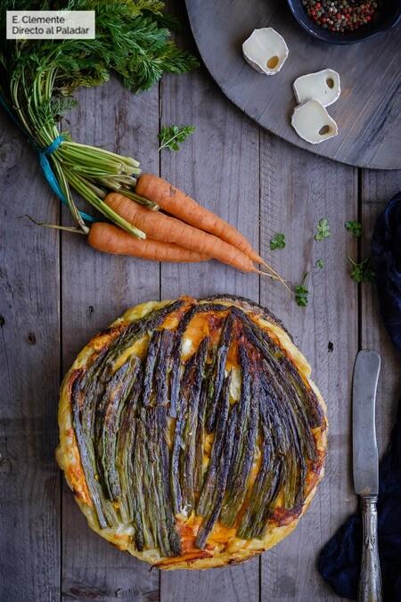 Tarta tatin salada de espárragos y zanahoria