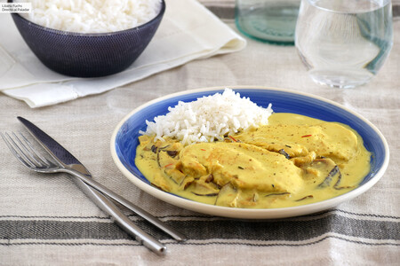 Pechugas de pollo en salsa de setas, leche de coco y azafrán: receta sencilla de cocina fusión para disfrutar
