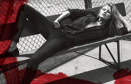 Lara Stone protagoniza la campaña de Calvin Klein Jeans para el otoño-invierno 2010-2011
