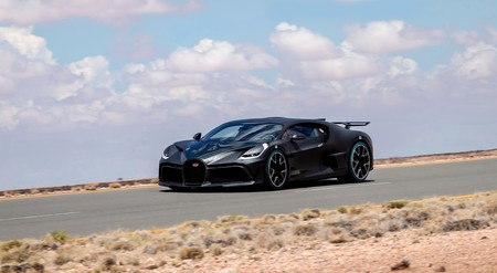 Bugatti Divo: el exclusivo hiperdeportivo de los 5 millones de euros y 1.500 CV llega a las carreteras tras dos años de desarrollo