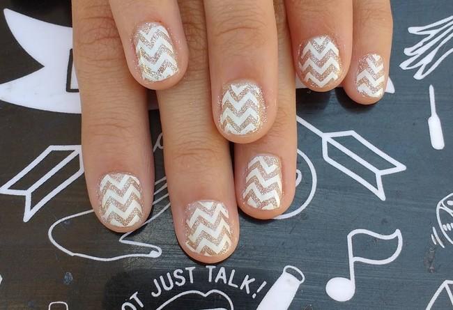 manicura uñas zigzag
