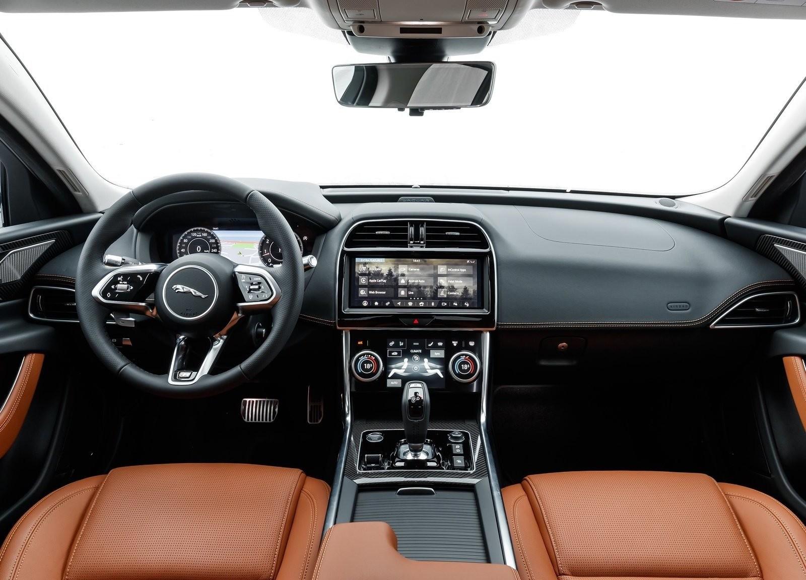 Foto de Jaguar XE 2020 (13/16)