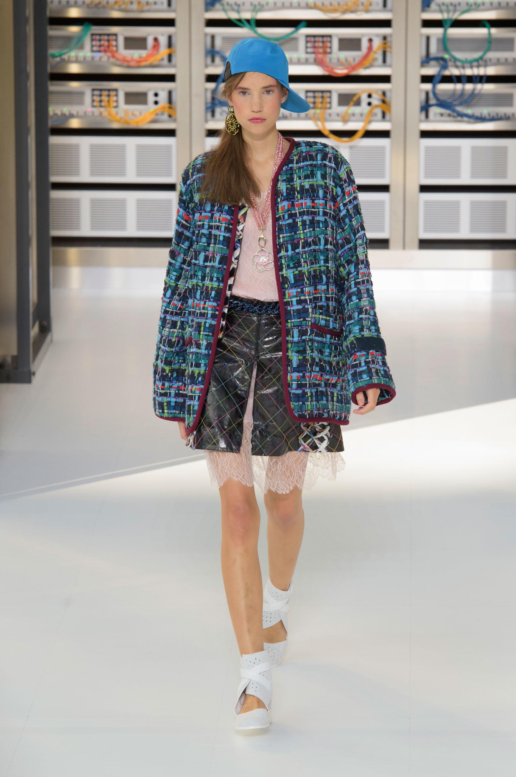 Foto de El regreso al futuro de Chanel en su colección Primavera-Verano 2017 (34/96)