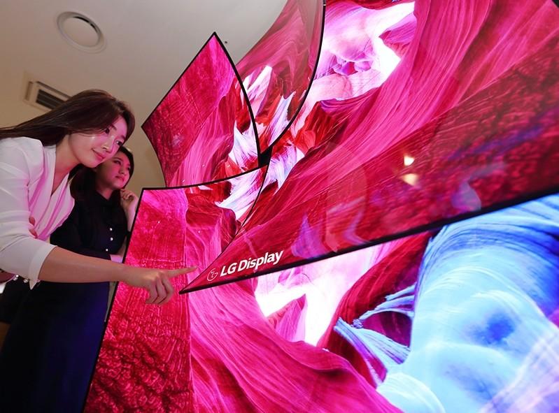 Después de las plegables, llegan las pantallas extensibles: LG prepara un panel capaz de estirarse con una elongación del 20%
