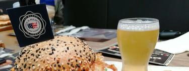 Hamburguesa de carne de cerdo y cerveza artesanal, un maridaje primaveral perfecto