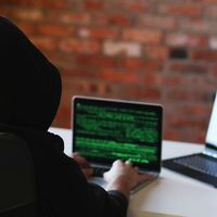 "La Ciberdefensa en España crea un grupo de hackers ""en reserva"" que nos protegerán... ¿sin cobrar un euro?"