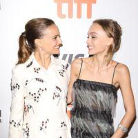 Natalie Portman y Lily Rose Depp, dos estilos muy diferentes en el estreno de Planetarium en Toronto