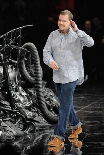Muere Alexander McQueen, al parecer se ha suicidado