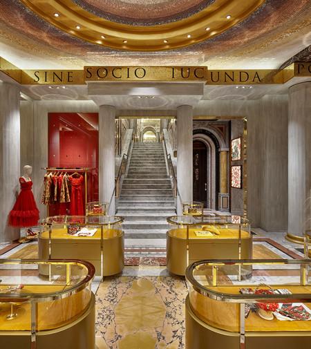 La Nueva Boutique De Dolce Gabbana En Piazza Di Spagna Es Un Museo Digital Al Renacimiento Italiano