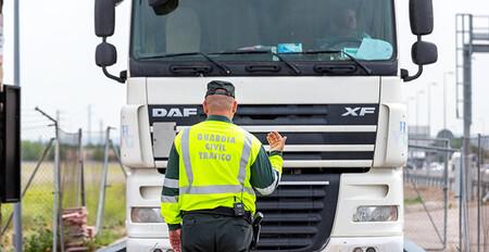 La DGT multa a más de 5.000 camioneros y autobuseros en una semana: estas son las infracciones más repetidas