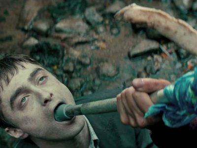 'Swiss Army Man', tráiler y cartel de la polémica comedia con Daniel Radcliffe (como cadáver)