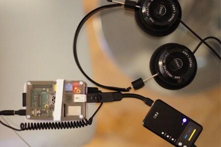 Unos buenos auriculares, un DAC portátil y la Raspberry Pi con archivos FLAC