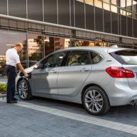 BMW 225xe, el monovolumen híbrido enchufable con tracción delantera, trasera o total