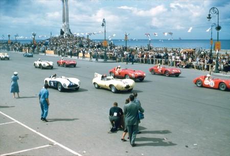 Carreras de coches en El Malecón de La Habana