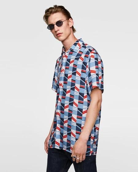 La Geometria Y El Color Se Apoderan De Las Camisas Mas Relajadas De Zara Para El Verano