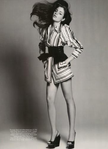 Foto de Julia Restoin-Roitfeld en el editorial de abril de Harper's Bazaar UK (8/12)