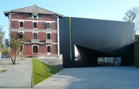 fachada museo balenciaga