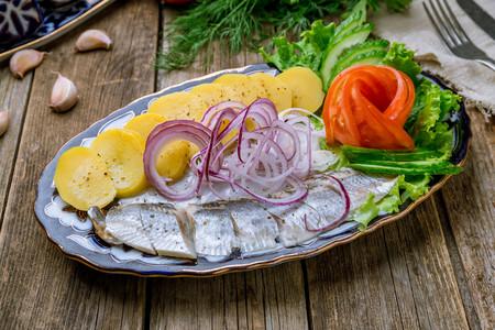 Un San Juan a la sueca: así es el Midsommar, la fiesta del solsticio de verano en Suecia (y once recetas para celebrarlo en casa)