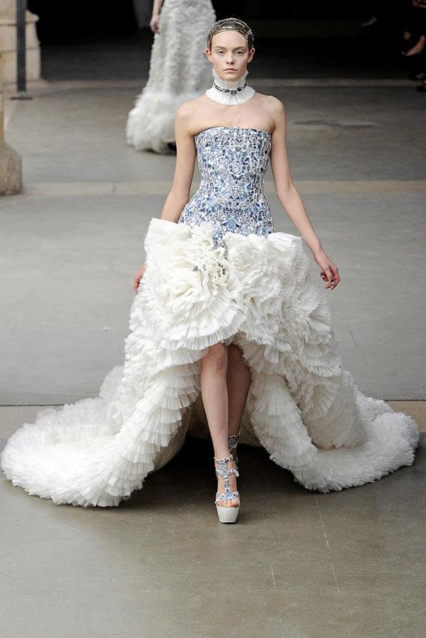 Foto de Alexander McQueen Otoño-Invierno 2011/2012 en la Semana de la Moda de París: Sarah Burton continúa con nota el legado (11/27)