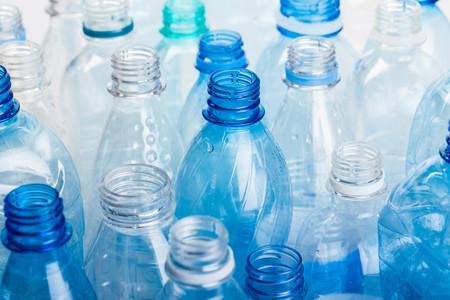reutilizacion-botellas-agua-microplasticos