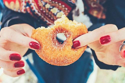Menos azúcar, pero más edulcorantes: así ha cambiado el consumo con la 'guerra al azúcar'
