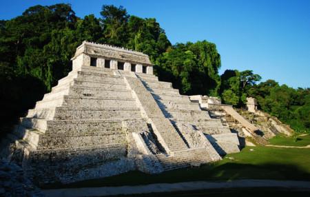 Arqueólogos mexicanos descubren en Palenque canales que simbolizan el camino al inframundo