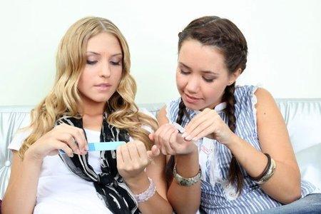 Limando las uñas