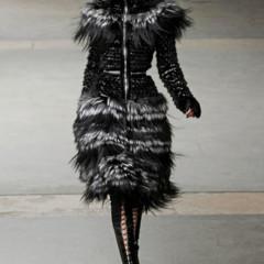 Foto 26 de 27 de la galería alexander-mcqueen-otono-invierno-20112012-en-la-semana-de-la-moda-de-paris-sarah-burton-continua-con-nota-el-legado en Trendencias