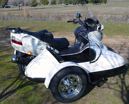 Suzuki Burgman 650 con sidecar