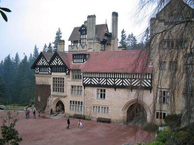 """Todo lo que puedes encontrar en este """"palacio de un mago moderno"""" en Inglaterra"""