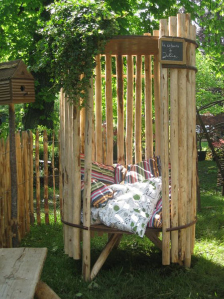 17 proyectos para hacer un rinc n de lectura en el jard n for Poule decoration exterieur