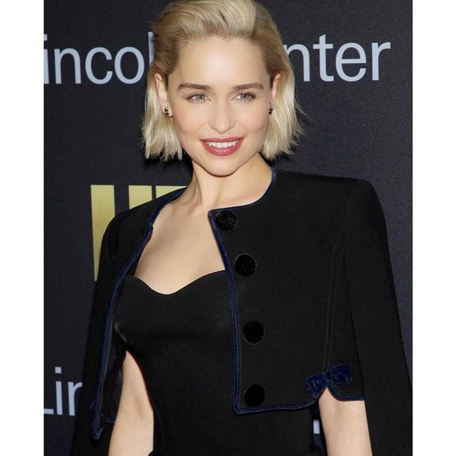Emilia Clarke nos sorprende (gratamente) con un grandísimo cambio de look