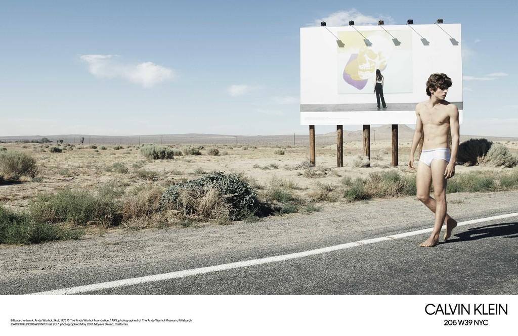 Willy Vanderperre Captura Dos Campanas En Una Sola Para El Otono De Calvin Klein 2