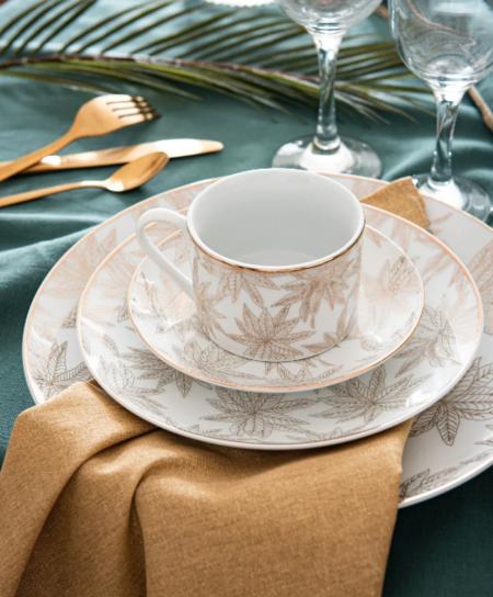 Plato Plano De Porcelana Blanca Con Motivo Vegetal Color Dorado Eline