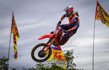 Tim Gajser mantiene el liderato tras ganar el MXGP de Europa y Jorge Prado termina noveno por una caída