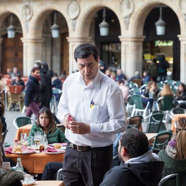 """Bares y restaurantes reciben con recelo la nueva ley de horarios: """"La mayoría de negocios no son viables pagando las horas extras"""""""