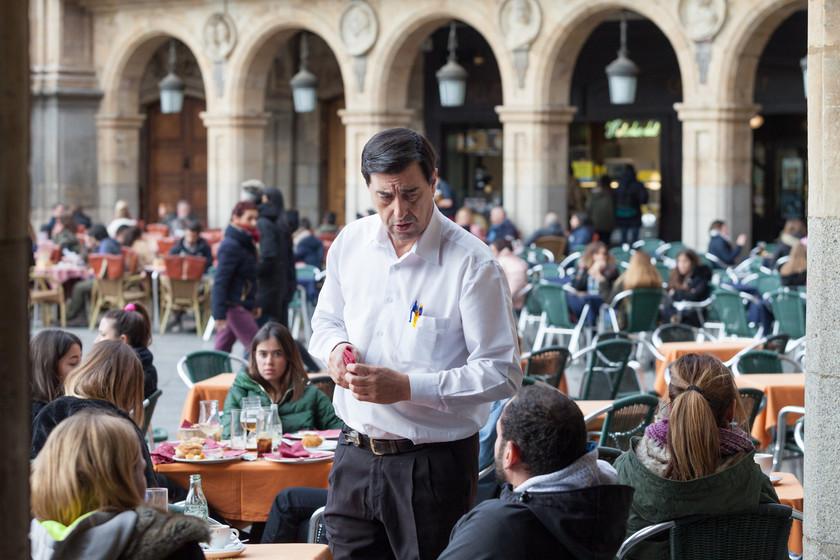 Bares y restaurantes reciben con recelo la nueva ley de horarios