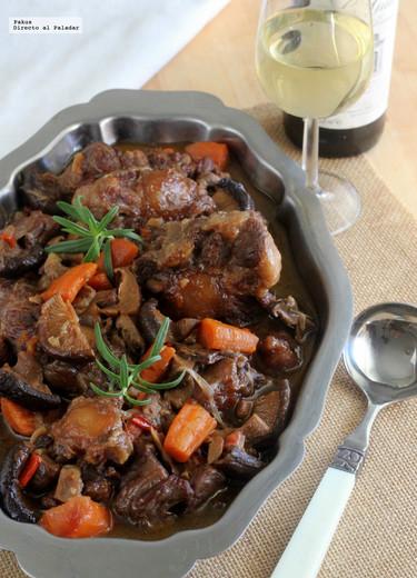 Rabo de toro guisado con manzanilla y setas: receta de lagrimita