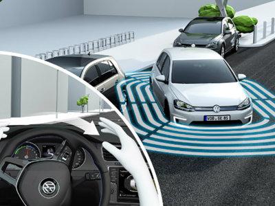 Si tu coche tiene asistente de aparcamiento debes conocer cómo usarlo legalmente