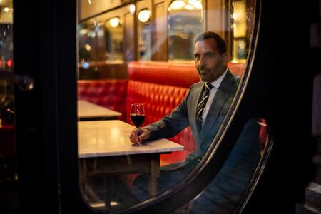 Ambassador Milan Swolfs Man In Bar 1512x1008 Reference