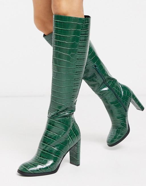 Botas altas en diseño de cocodrilo verde