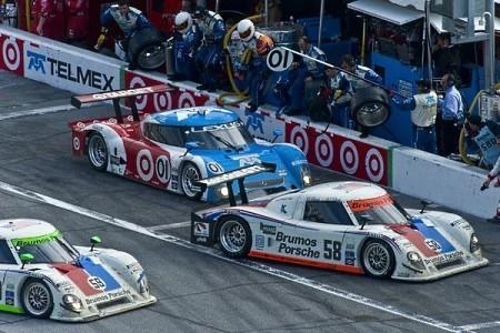 Chip-Ganassi-Brumos-Porsche-Grand-Am-Daytona-pit.jpg