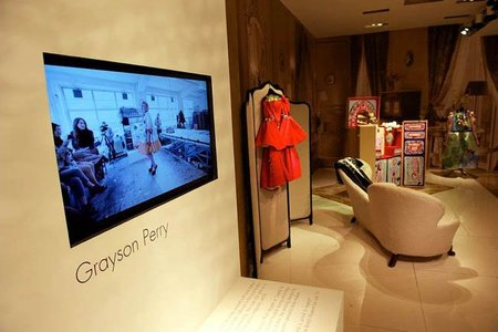 El artista Grayson Perry colabora con Louis Vuitton