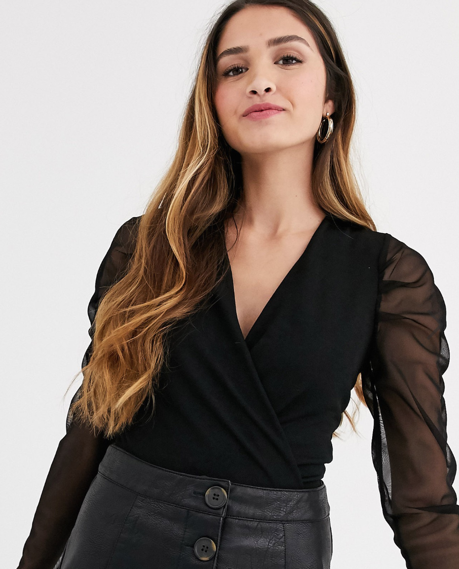 Body escotado en negro con manga de organza de New Look