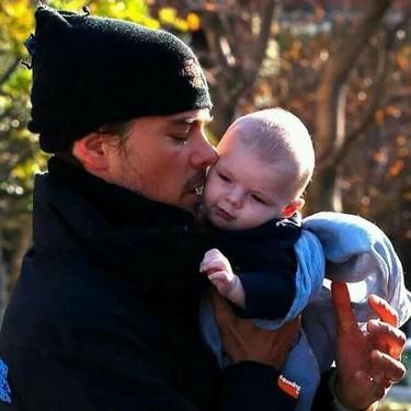 Madre mía qué ricura de estampa de Josh Duhamel con su nene