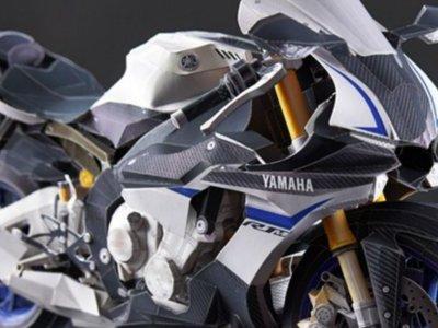 Esta Yamaha YZF-R1 de 914 piezas de papel te mantendrá entretenido estas vacaciones
