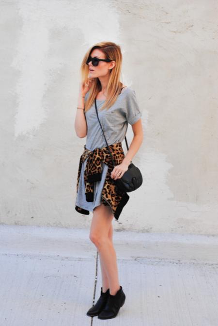 camiseta gris leopardo